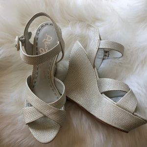 New Alice & Olivia White Platform Sandal with Flaw